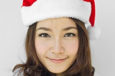 girl santa hat 16193327_s